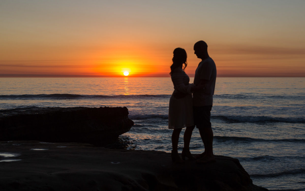 Romantic Torrey Pines Engagement PhotoDate | Leah and Andres