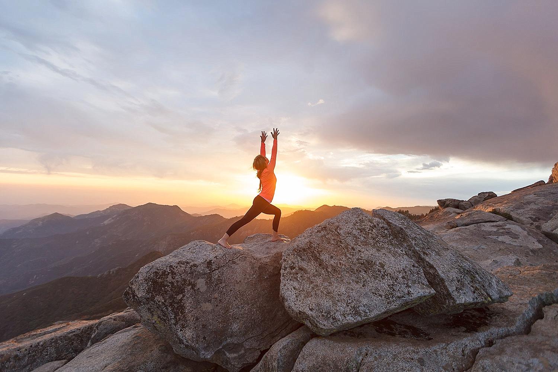 Медитация в горах картинка
