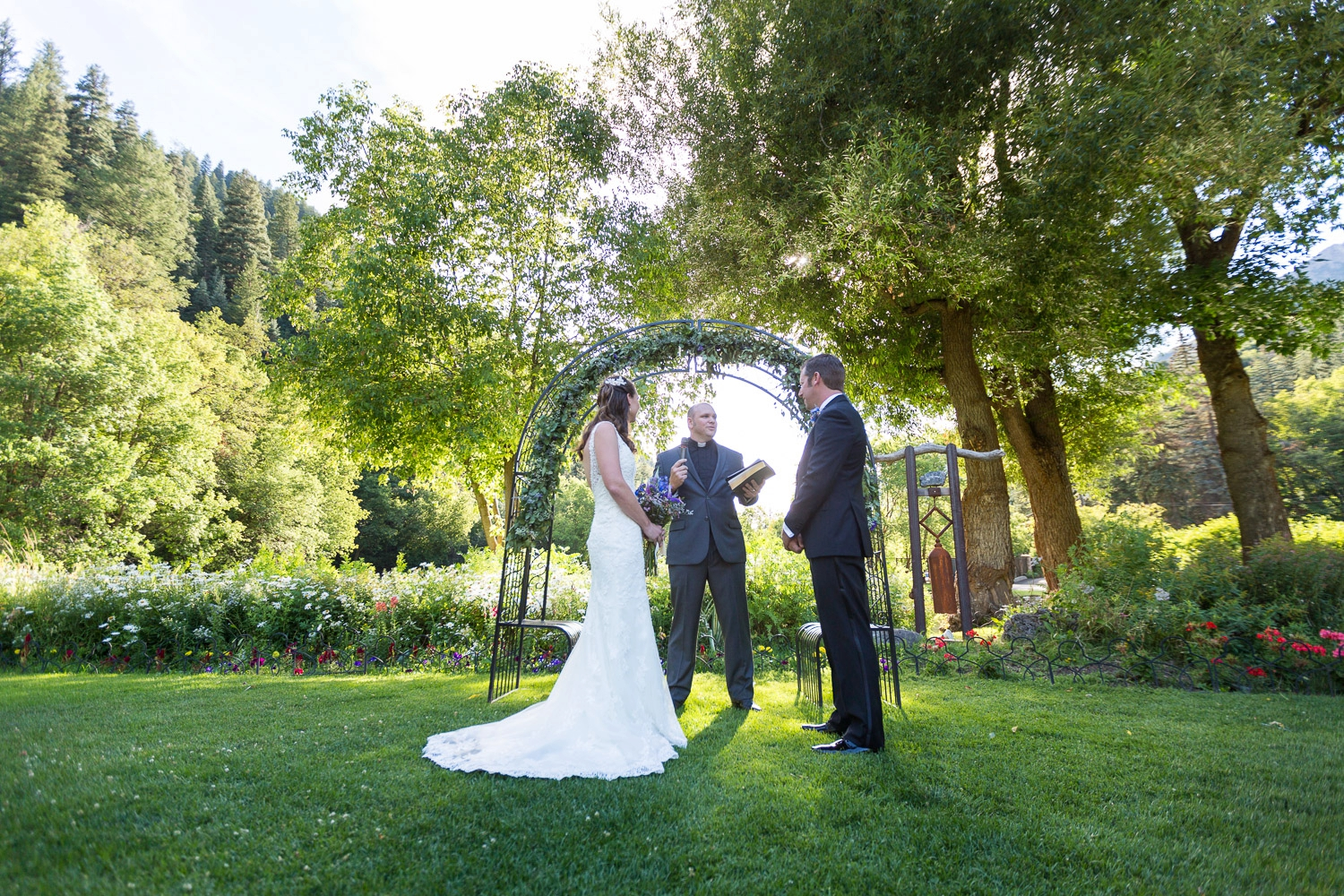 our 9 best outdoor wedding photography tips bergreen With outdoor wedding photography tips